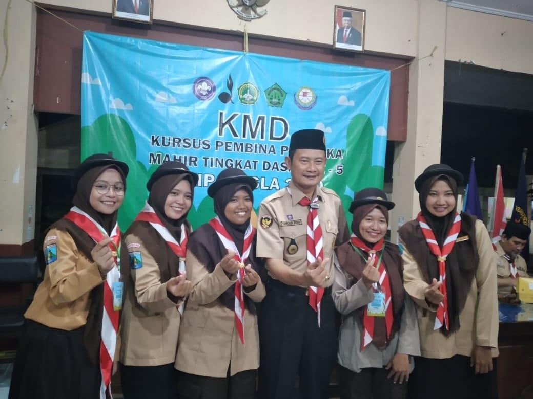 Melalui KMD Kepramukaan, FKIP Unisla Tingkatkan Kemahiran Calon Guru